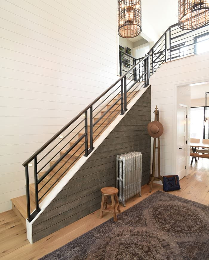 Rustic Collection Shiplap Gallery Drk Brown Staircase